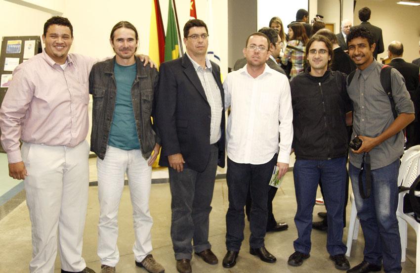 Alunos de Gestão Ambiental Abias Nascimento, Alder Jarede e Prof. Lúcio Flávio Zancanela, da ANAGEA Acre, junto aos membros da ANAGEA Paulista Gérson Fernandes, Nobel Freitas e Felipe Gonçalves